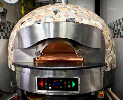 Modern Italian Pizza Oven with rotating base